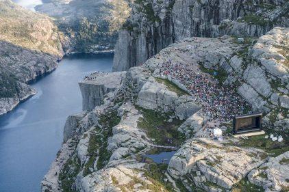 На гигантском утесе Прекестулен устроили показ фильма «Миссия невыполнима: Последствия»