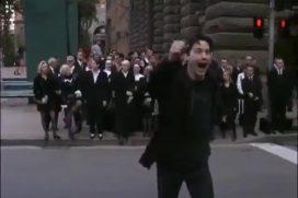 """Молодой Киану Ривз веселится на съемках """"Матрицы"""" (видео)"""